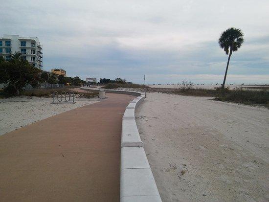 Penthouse Beach Club : Walking on the beach