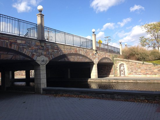 Frederick, MD : Community Bridge over Carroll Creek