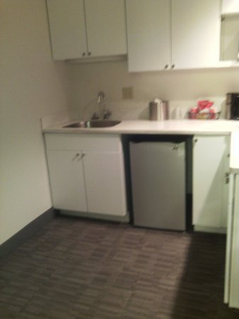 New Philadelphia, OH : SMALL REFIGERATOR, SINK, EMPTY CABINETS, NOT UTENSILS OR CUPS