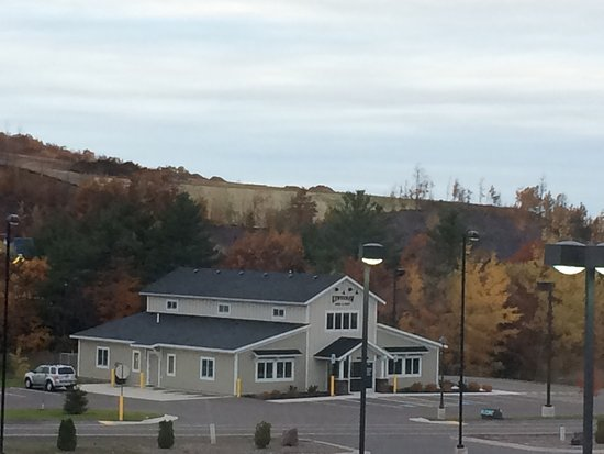 Country Inn & Suites By Carlson, Houghton: Great hotel, great location for our Fall foliage tour of the Keweenaw.