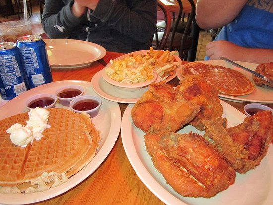 Inglewood, Kalifornia: Chicken and waffles