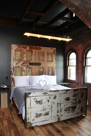 Williamsport, PA: The Lumber Room's Bed