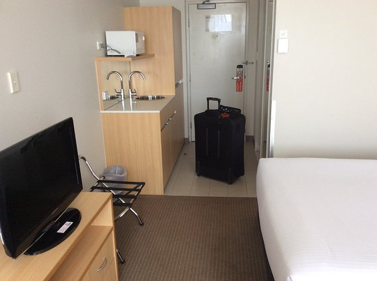 Bankstown, Australie : The kitchen sink, microwave and mini fridge are very convenient