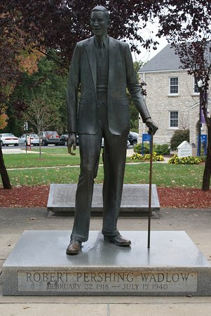 Alton, Ιλινόις: The world's tallest man - life size statue
