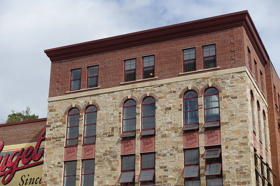 Chippewa Falls, WI: Architectural Features