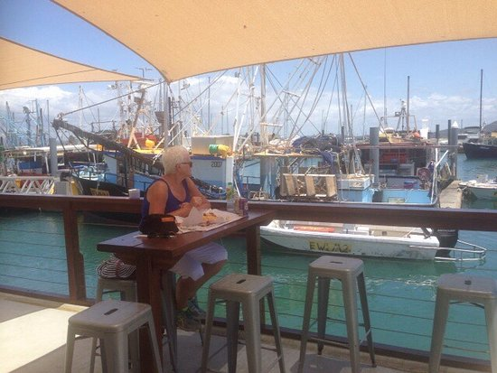 Bowen, Australia: Great seating out back overlooking the marina