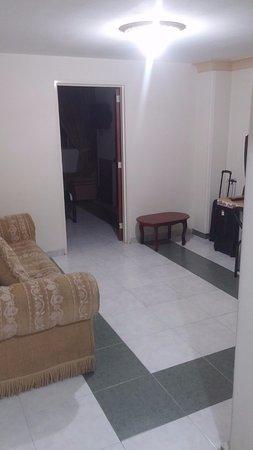Cali Plaza Hotel: Sala dentro de la habitación