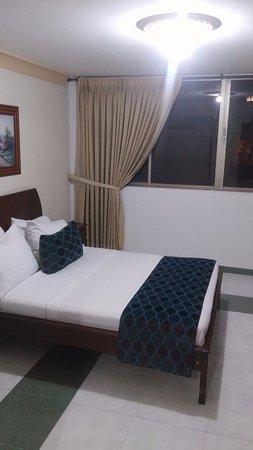 Cali Plaza Hotel: Una de los cuartos dentro de la habitación