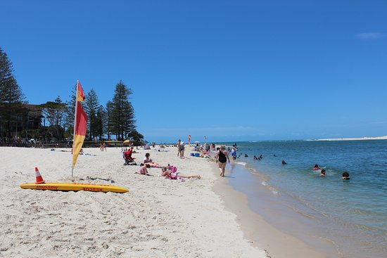 Caloundra, Australië: Bulcock Beach looking towards the ocean