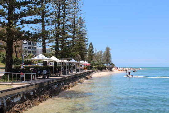 Caloundra, Australië: Undercover picnic tables with barbeques