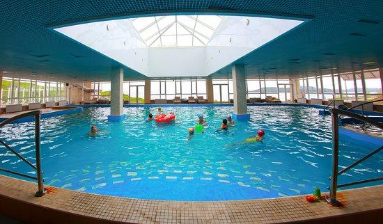 Slavyanka, รัสเซีย: Закрытый бассейн с теплой морской водой, работает круглый год.
