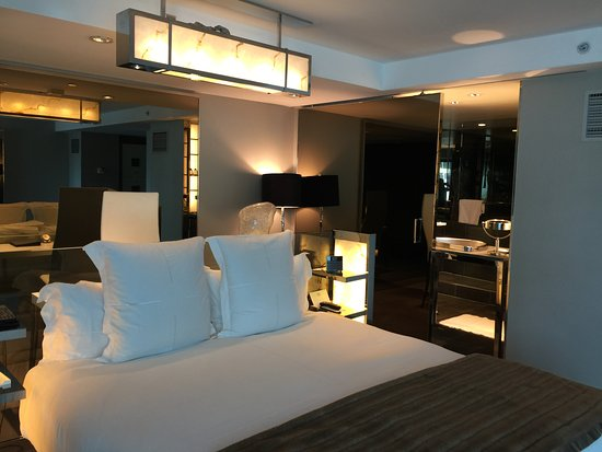 SLS Hotel at Beverly Hills: Studio Suite - spacious and very cool!