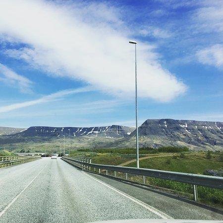 Mosfellsbaer, Islandia: Mountain view outside Reykjavik