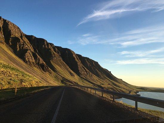 Akranes, IJsland: View over mountains and Hvalfjörður