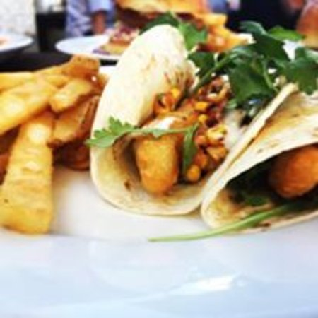 Marcoola, Australien: Beer Battered Flathead Soft Shell Taco