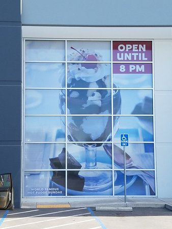 Lathrop, CA: Look for the giant hot fudge sunday mural in tbe window