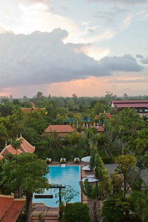 La Tradition D'Angkor Boutique Resort: Garden and Pool View