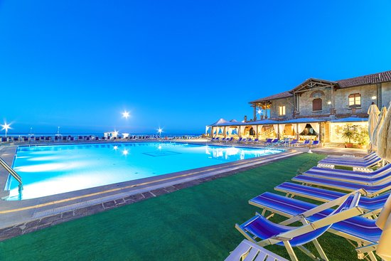 Hotel Maga Circe: La piscina in estate, al tramonto