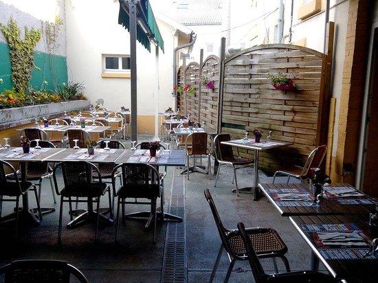 Aurillac, Francia: LA  terrasse interieure