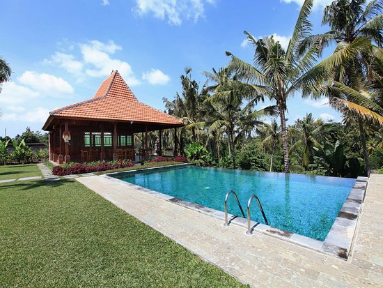 Pertiwi Bisma 2: pool overlooking to valley