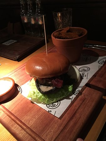 Swadlincote, UK: Mushroom Burger served with Potato Wedges