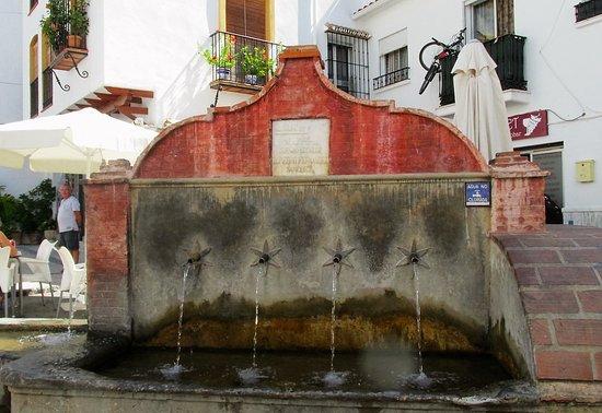 Ojen, Spanien: la fontaine Los Chorros
