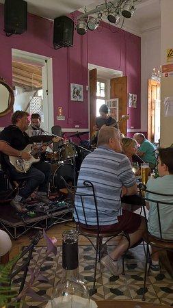 Cafe Ingles : Music