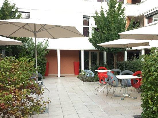 Vernet-Les-Bains, Frankrike: Patio. Endroit agréable et deserté.