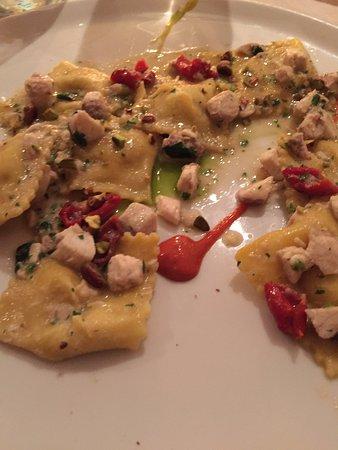 Тиррениа, Италия: ravioli di pesce con salsa di pistacchio