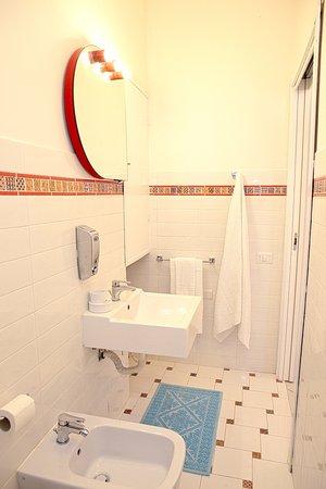 B&B Piazza Fratti : bathroom/bagno Corallo