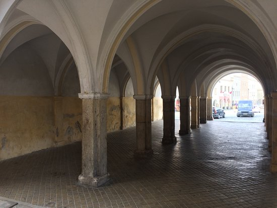 Slavonice, Česká republika: Colonnade to the tower