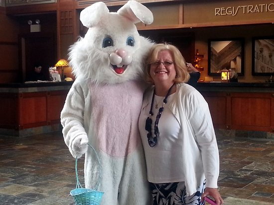 Itasca, IL: Meeting the Easter Bunny in the lobby