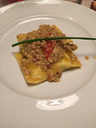 Tirli, Italy: i ravioli con ragù di fagiana