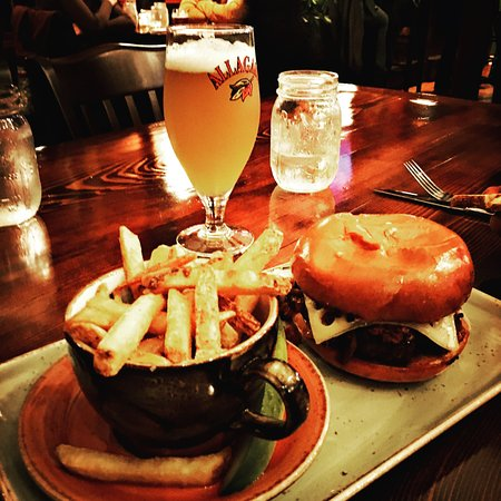 Lyme, Нью-Гэмпшир: Burger and fries with an Allagash