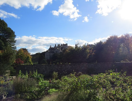 Kendal, UK: Gardens towards the castle