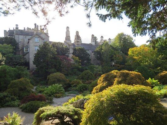 Kendal, UK: Gardens towards the castle