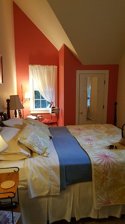 Woods Hole Passage Bed & Breakfast Inn Photo