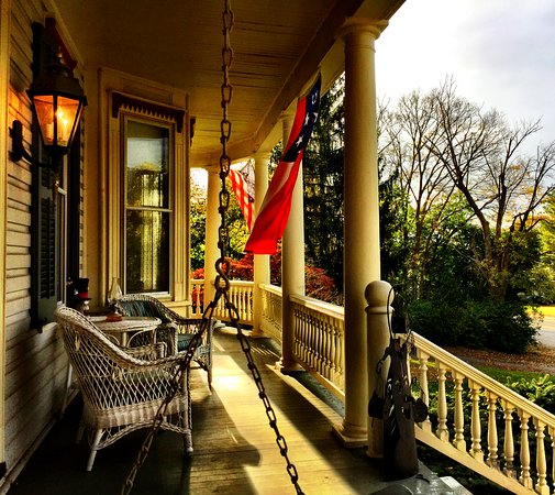 Sharpsburg, MD: Front porch of the Inn at Antietam