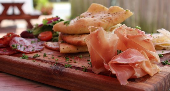Saint Francis Bay, África do Sul: simple prosciutto di Parma & salame with fresh foccacia!