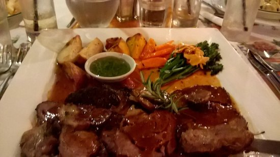 Yungaburra, Austrália: Nicks' lamb roast special - amazing flavours and great value!