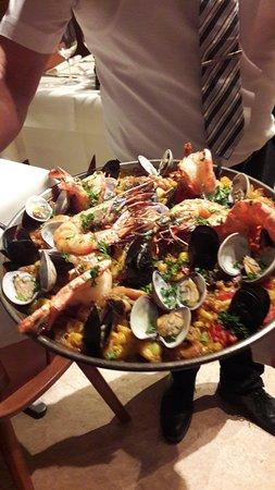 Restaurant Gonzalez: Paella in the pan
