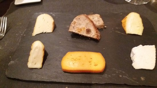 Wièrre-Effroy, France : Les Fromages