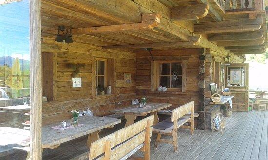 Santa Cristina Valgardena, Italia: Il legno trasmette un'atmosfera calda e tradizionale