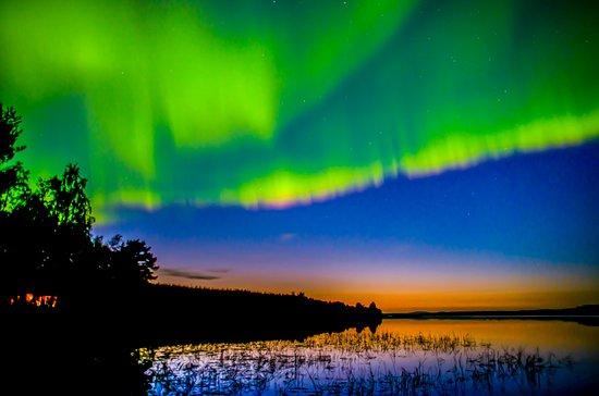 Overkalix, Svezia: Perfect timing - Northern lights and sunset - Miekojärvi, Swedish Lapland
