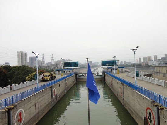‪‪Yichang‬, الصين: Entering the Locks‬
