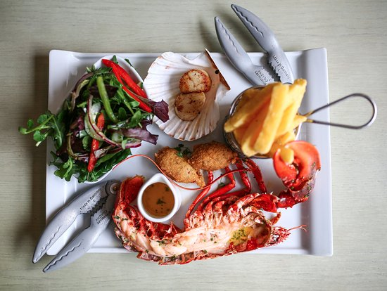 Ringwood, UK: The Amazing Noisy Lobster Platter! Such a treat :)