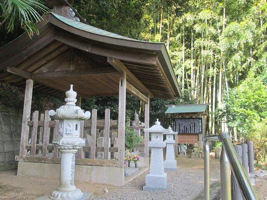 Grave of Bokuden Tsukahara