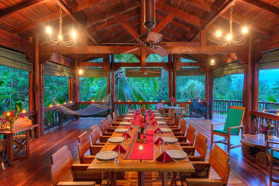 Playa Nicuesa Rainforest Lodge: Main dining area