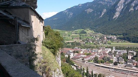 Saint-Maurice, Sveits: Vue sur la ville de St-Maurice