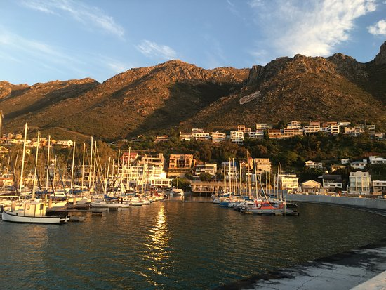 Gordon's Bay, Afrika Selatan: Sundown at Gorgons Bay Harbor 10 minutes drive from the Guest House.